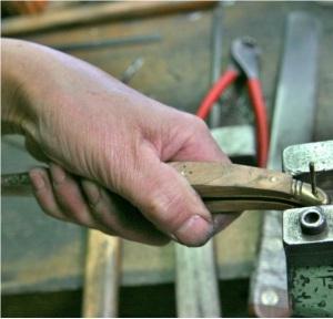 assemblage du rivet arrière du couteau