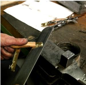 assemblage des plaquettes du couteau